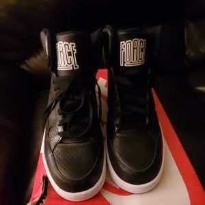 Nike Womens Son of Force Mid